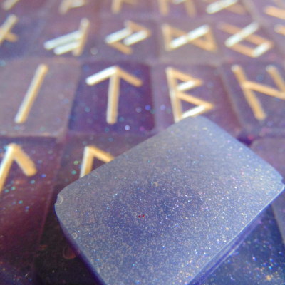 Resin Futhark Rune Divination Set – Lavender Ice